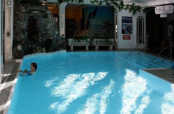 Bể bơi sạch trong nhờ bình châm hóa chất WL-AYJ01