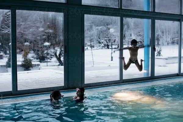 Sử dụng điện trở gia nhiệt giúp bạn có thể vui đùa trong nước không ngại thời tiết giá lạnh
