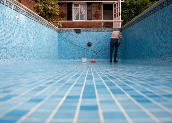 Không mất thời gian công sức dọn dẹp bể bơi