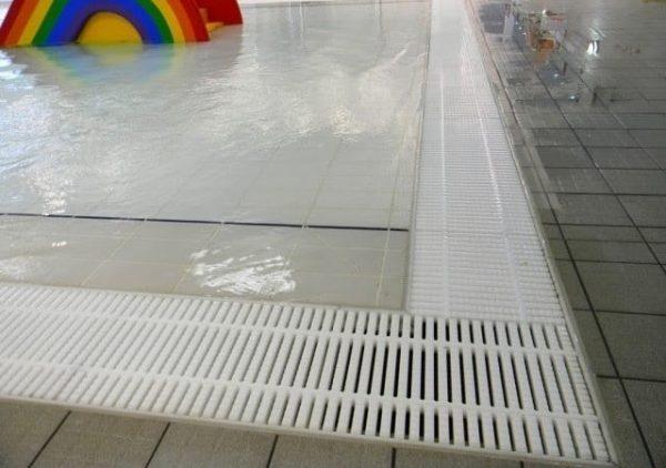 Lắp đặt gạt thoát tràn NMR cho bể bơi thêm sang trọng