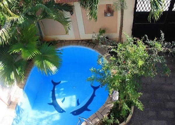 Nắp thu đáy SRPC cho bể bơi thêm sạch sẽ, hiện đại