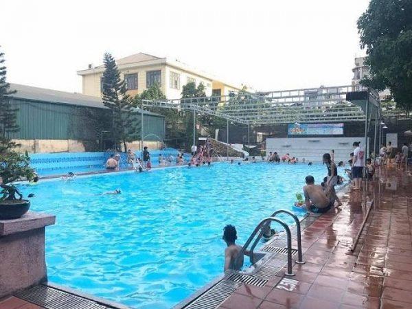 Hình ảnh bể bơi xanh ngắt sau khi sử dụng máy điện phân