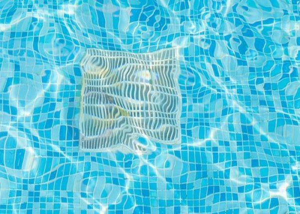 Được lắp đặt tại tầng sâu nhất của bể bơi
