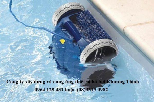 Robot vệ sinh hồ bơi giúp bể bơi sạch đẹp