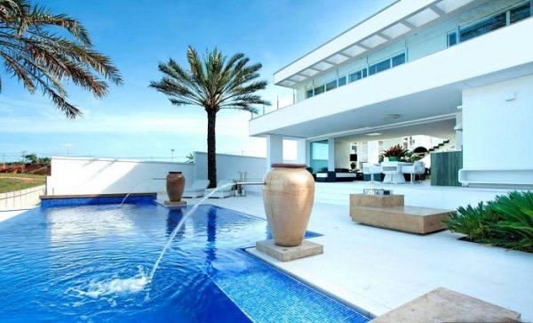 Mẫu gạch bể bơi nào đẹp, nên thi công?