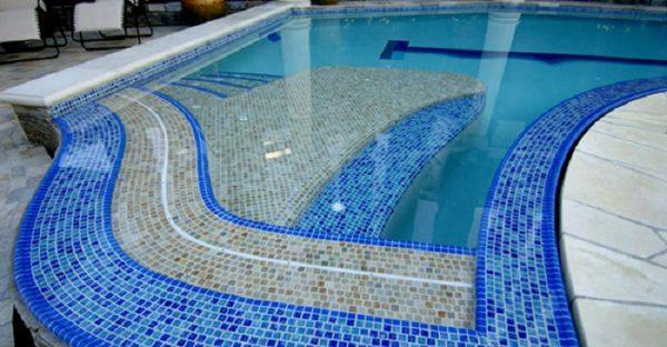 Những vấn đề khách hàng thường gặp khi mua mẫu gạch bể bơi