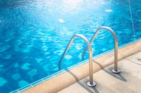 Máy dùng cho hồ bơi lên tới 160.000 lít