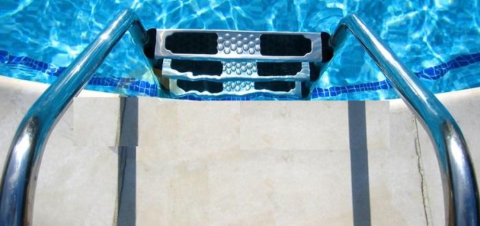 Mẫu thang bể bơi Kripsol được bán tại Khương Thịnh với giá tốt