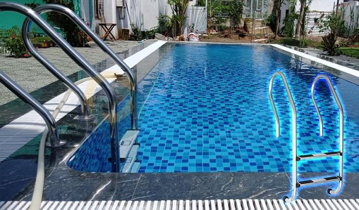 Thang hồ bơi được sử dụng dưới nước cũng như trên cạn
