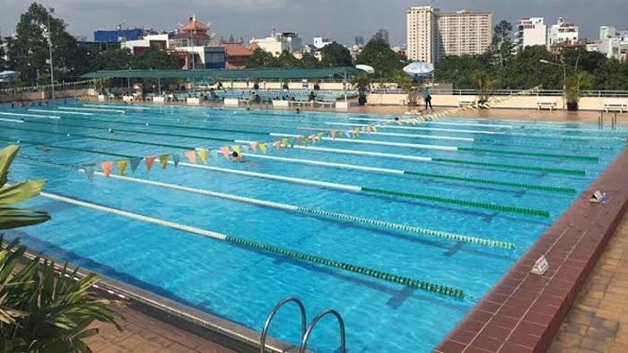 Hồ bơi cần có thiết bị gia nhiệt để làm ấm vào mùa đông